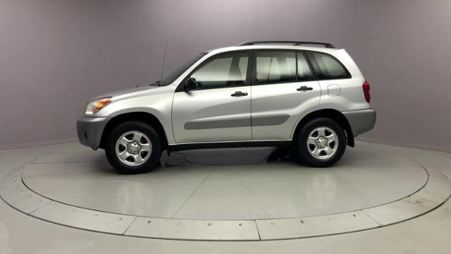 Used Toyota Rav4 4dr Auto 4WD 2005 | J&M Automotive Sls&Svc LLC. Naugatuck, Connecticut