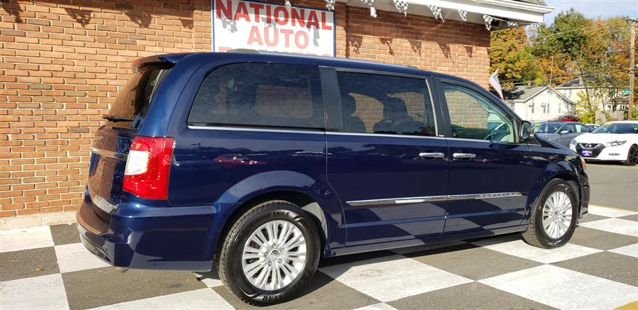 Used Chrysler Town & Country 4dr Wgn Limited 2014 | National Auto Brokers, Inc.. Waterbury, Connecticut