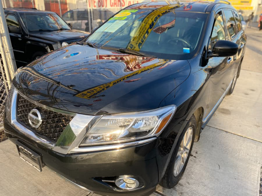 Used 2016 Nissan Pathfinder in Middle Village, New York | Middle Village Motors . Middle Village, New York