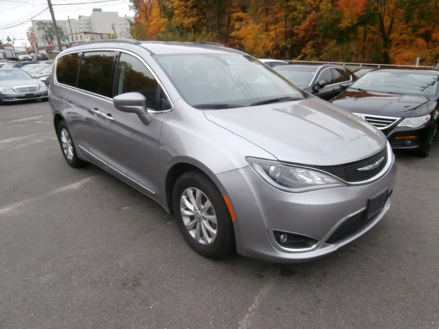 Used Chrysler Pacifica Touring-L 4dr Wgn 2017   Jim Juliani Motors. Waterbury, Connecticut