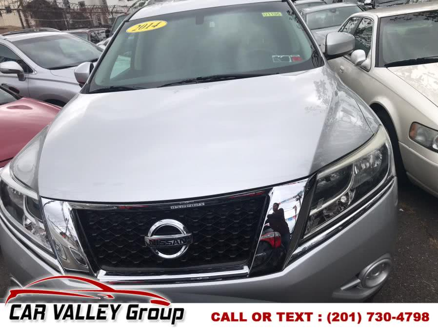 Used 2014 Nissan Pathfinder in Jersey City, New Jersey | Car Valley Group. Jersey City, New Jersey