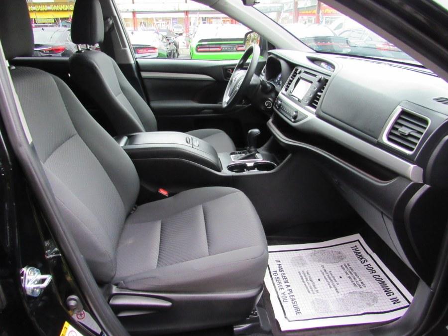 Used Toyota Highlander LE AWD 2019 | Road Masters II INC. Middle Village, New York