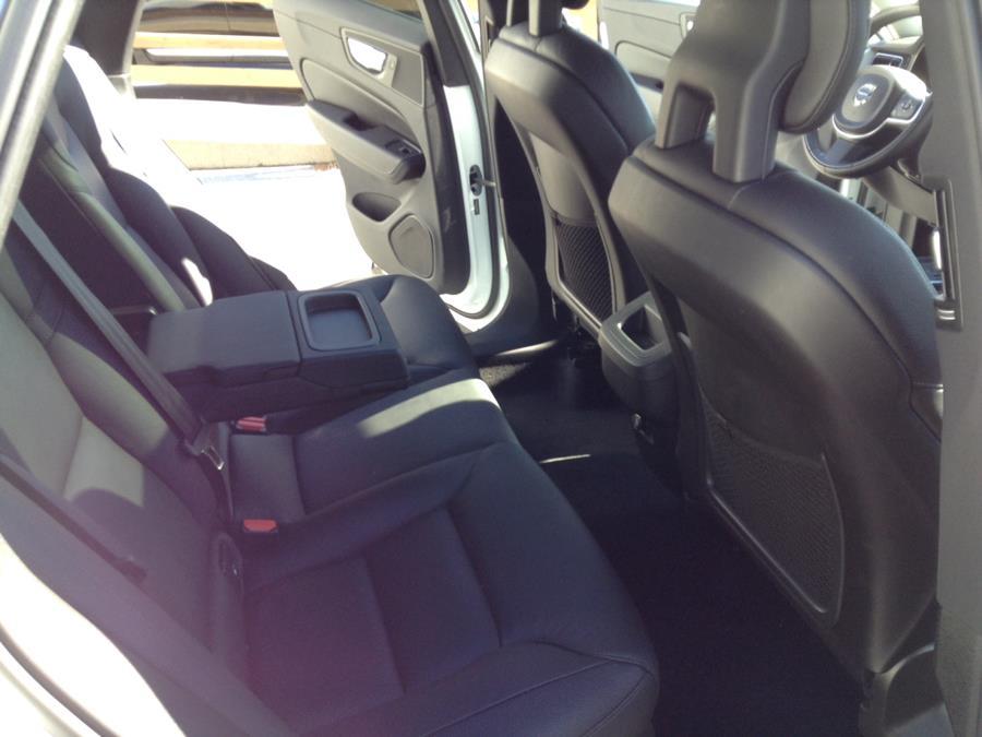 Used Volvo XC60 T5 AWD Momentum 2018 | Eurocars Plus. Groton, Connecticut