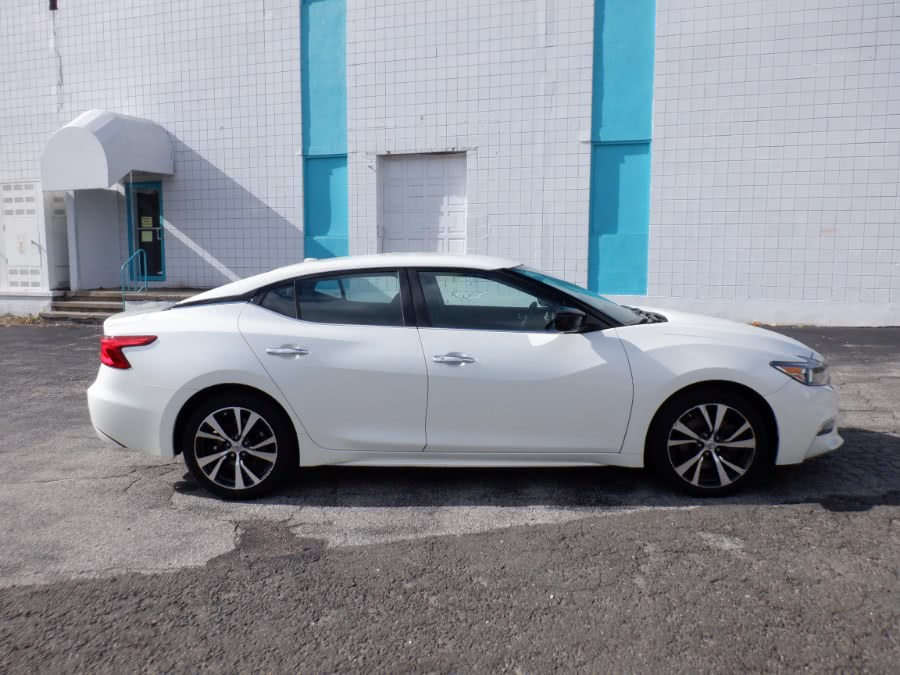 Used Nissan Maxima 4dr Sdn 3.5 S 2016 | Dealertown Auto Wholesalers. Milford, Connecticut