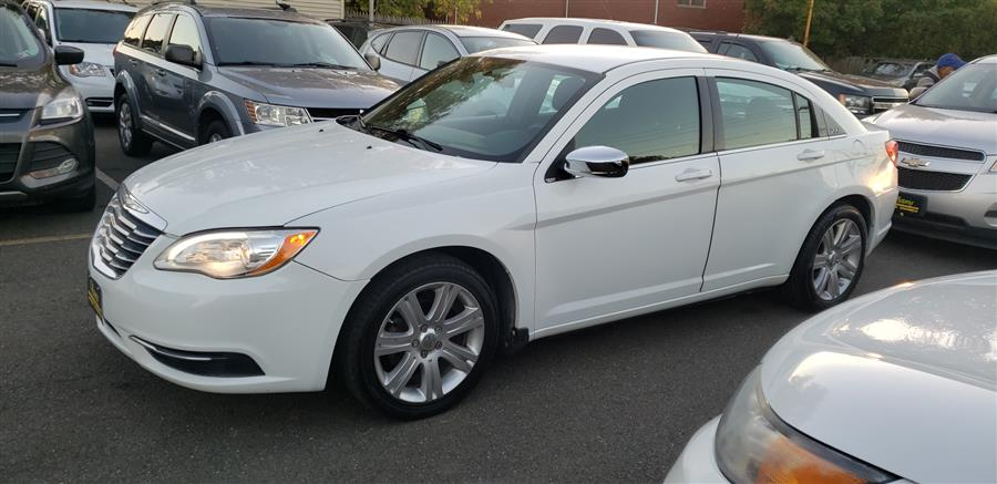 Used Chrysler 200 4dr Sdn LX 2013 | Victoria Preowned Autos Inc. Little Ferry, New Jersey