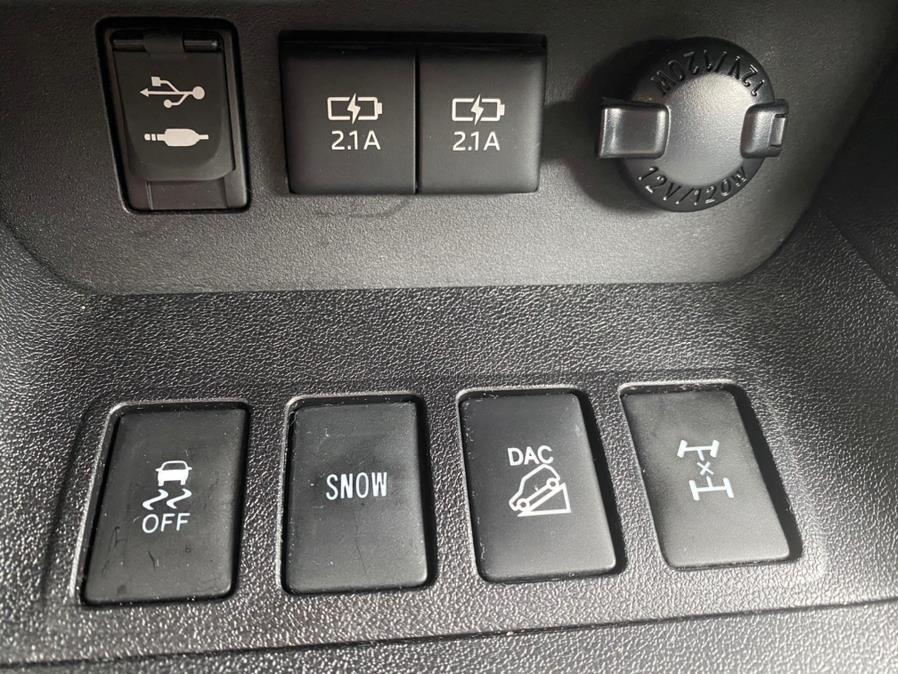 Used Toyota Highlander SE V6 AWD (Natl) 2017   Peak Automotive Inc.. Bayshore, New York