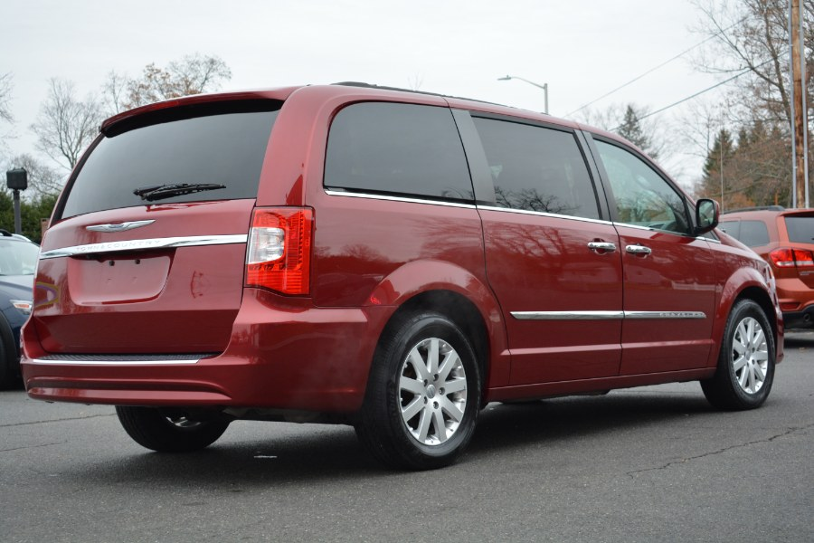 Used Chrysler Town & Country 4dr Wgn Touring 2015 | Longmeadow Motor Cars. ENFIELD, Connecticut