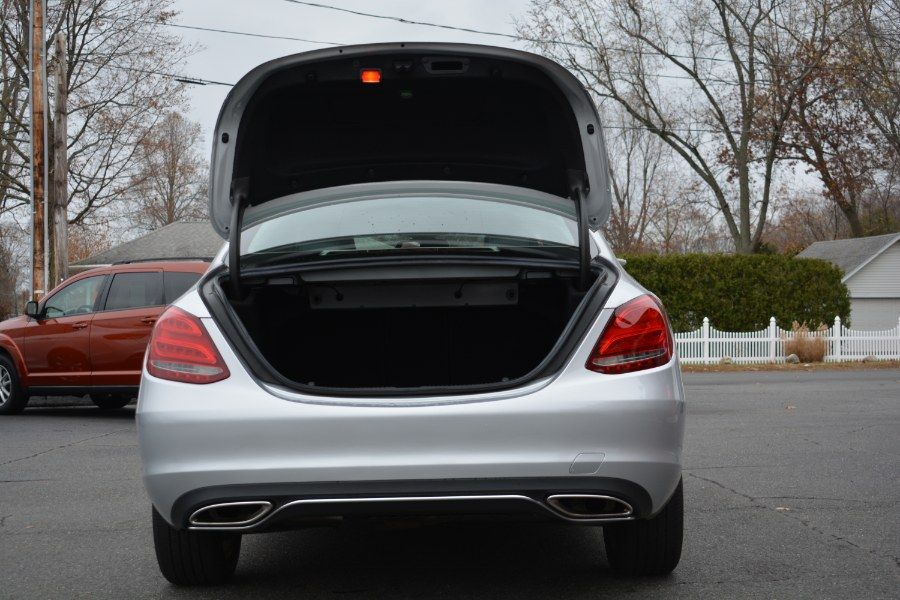 Used Mercedes-Benz C-Class 4dr Sdn C300 Luxury 4MATIC 2015 | Longmeadow Motor Cars. ENFIELD, Connecticut