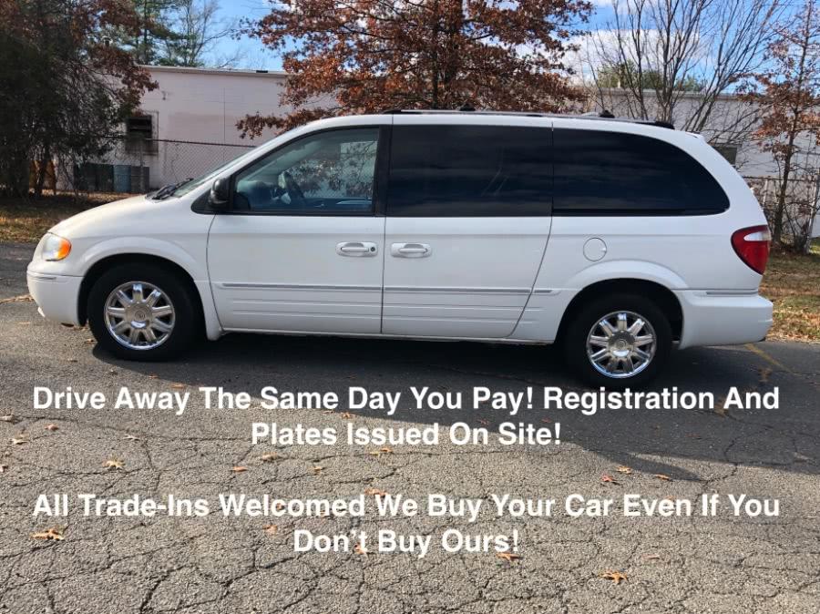 Used 2005 Chrysler Town & Country in Plainville, Connecticut | Farmington Auto Park LLC. Plainville, Connecticut