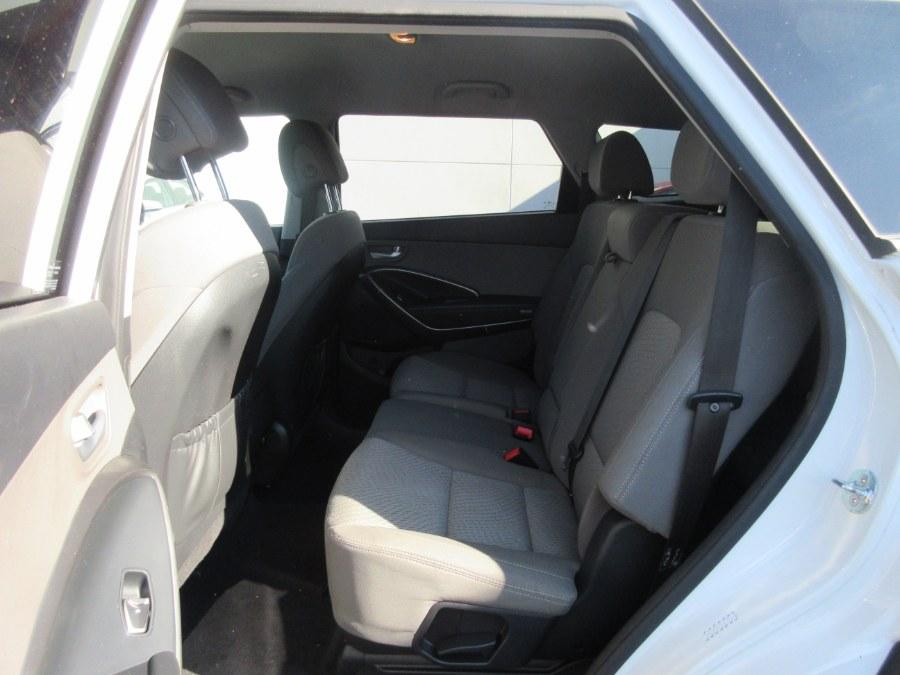 Used Hyundai Santa Fe SE 3.3L Auto AWD 2017   Route 27 Auto Mall. Linden, New Jersey