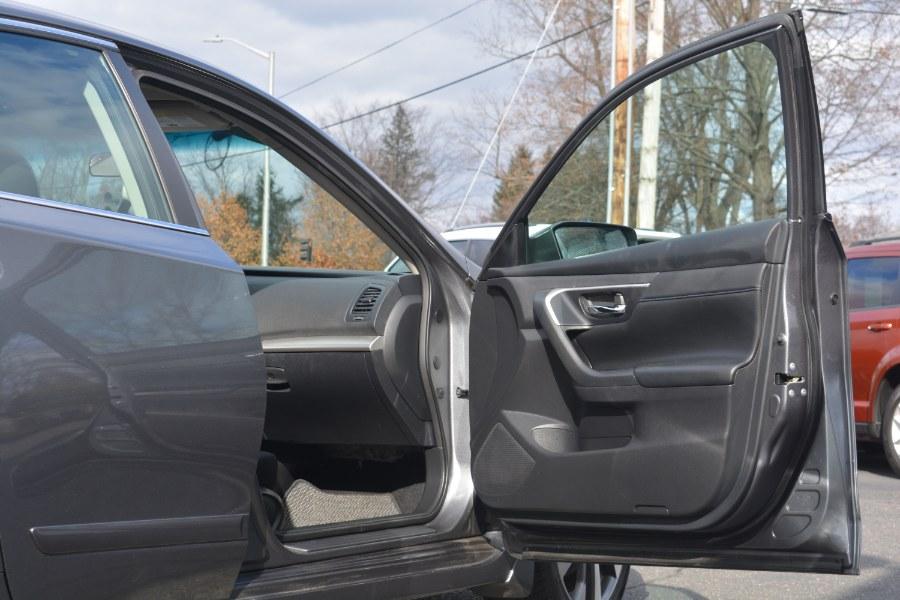 Used Nissan Altima 2.5 SR Sedan 2017 | Longmeadow Motor Cars. ENFIELD, Connecticut