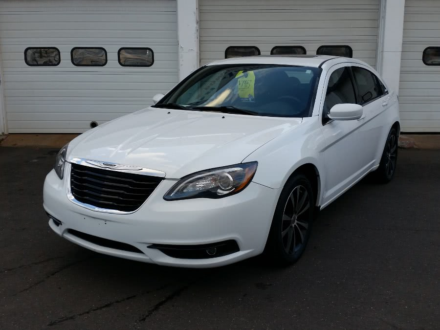 Used Chrysler 200 4dr Sdn S 2012 | Action Automotive. Berlin, Connecticut