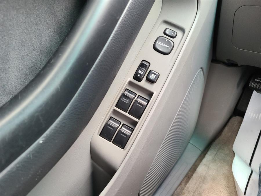 Used Toyota 4Runner 4dr SR5 V6 Auto 4WD 2005 | National Auto Brokers, Inc.. Waterbury, Connecticut