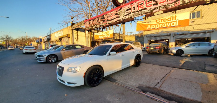 Used Chrysler 300 4dr Sdn Limited RWD 2016 | Rubber Bros Auto World. Brooklyn, New York