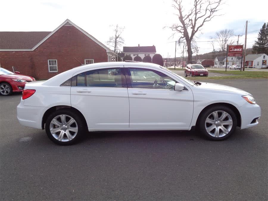 Used Chrysler 200 4dr Sdn Touring 2012 | Country Auto Sales. Southwick, Massachusetts