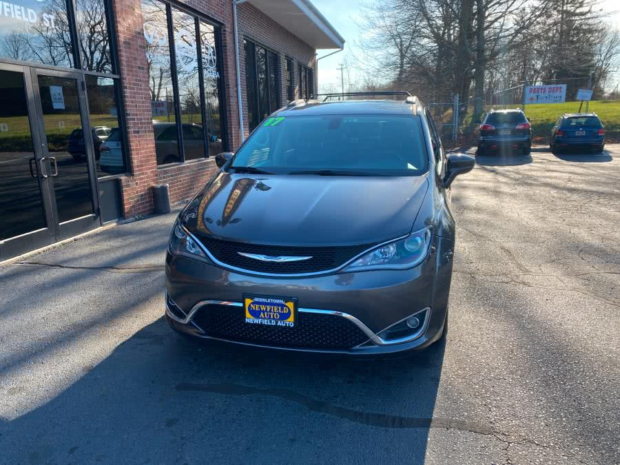 Used Chrysler Pacifica Touring-L FWD 2017 | Newfield Auto Sales. Middletown, Connecticut