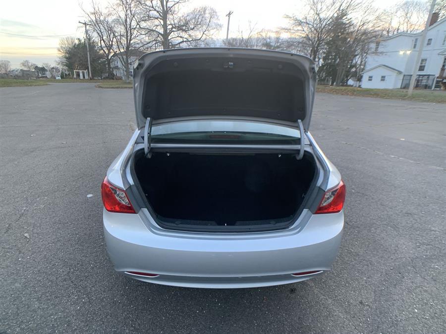 Used Hyundai Sonata 4dr Sdn 2.4L Auto GLS 2013 | Wiz Leasing Inc. Stratford, Connecticut