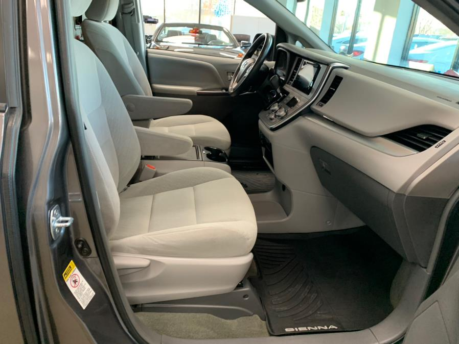 Used Toyota Sienna LE Auto Access Seat FWD 7-Passenger (Natl) 2017 | 5 Towns Drive. Inwood, New York