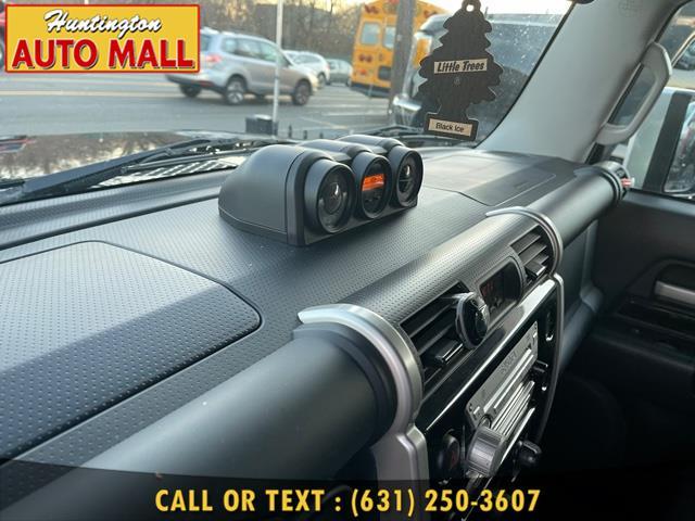 Used Toyota FJ Cruiser 4WD 4dr Auto (Natl) 2010 | Huntington Auto Mall. Huntington Station, New York