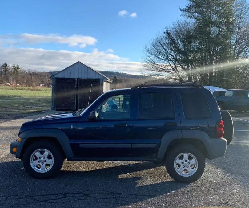 Used Jeep Liberty 4dr Sport 4WD 2005 | Payless Auto Sale. South Hadley, Massachusetts