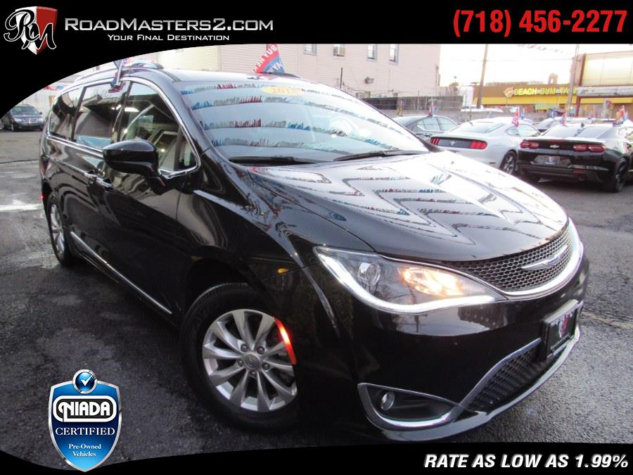 Used 2018 Chrysler Pacifica in Middle Village, New York | Road Masters II INC. Middle Village, New York