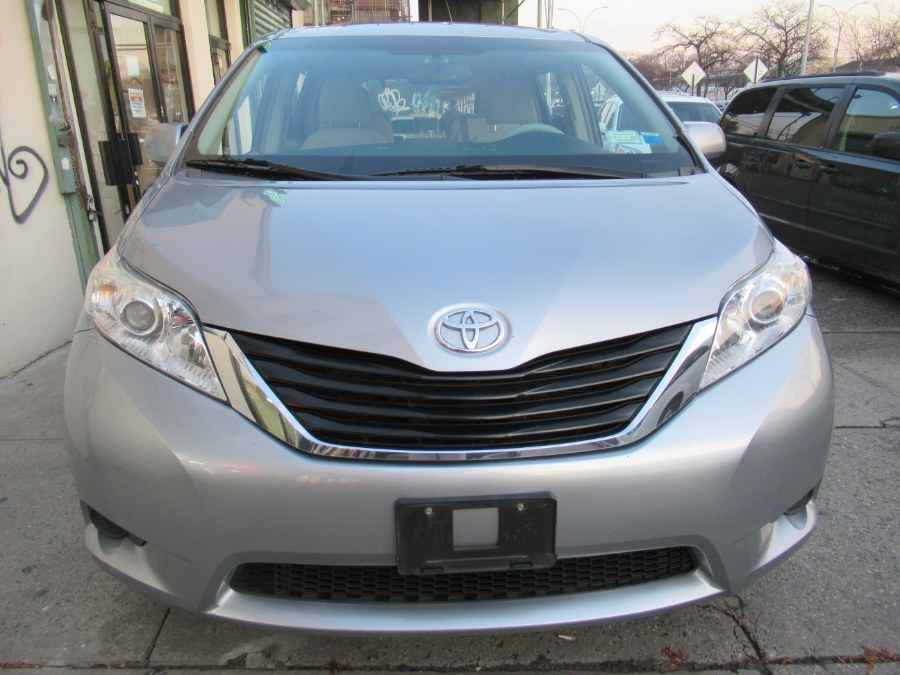 Used 2012 Toyota Sienna in Woodside, New York | Pepmore Auto Sales Inc.. Woodside, New York