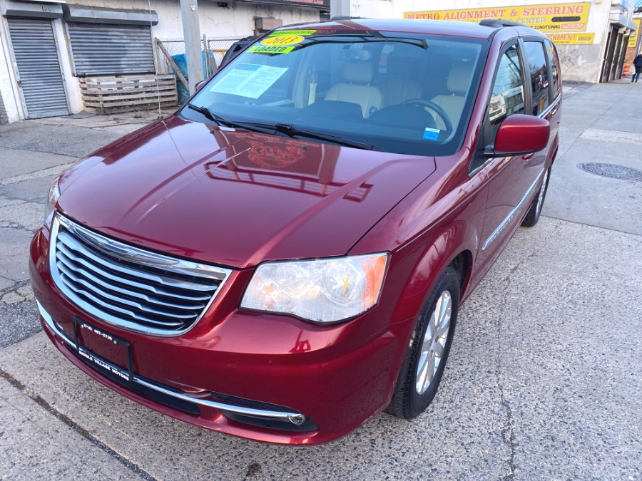 Used 2013 Chrysler Town & Country in Middle Village, New York | Middle Village Motors . Middle Village, New York