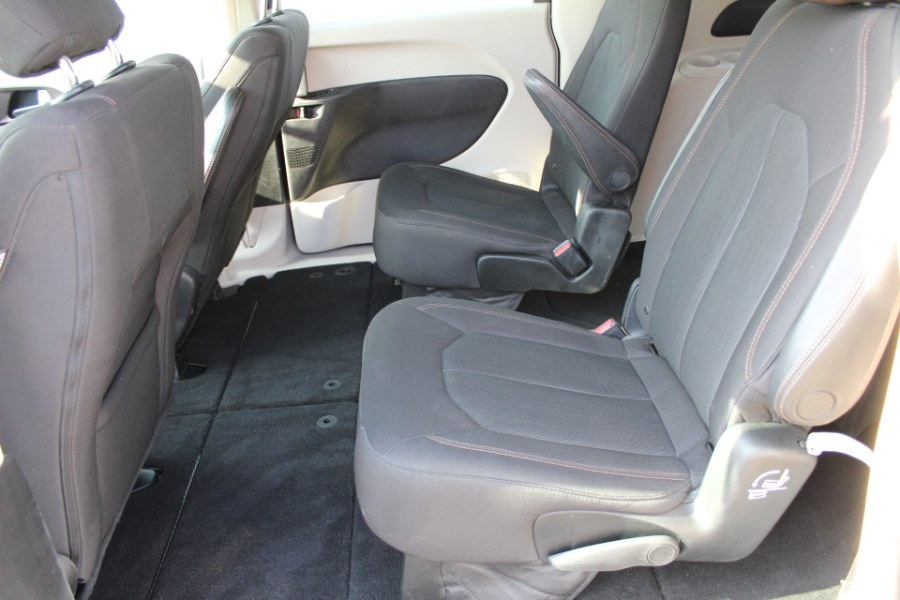 2017 Chrysler Pacifica LX FWD, available for sale in Great Neck, NY