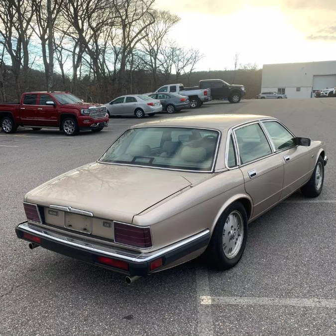 Used Jaguar XJ 4dr Sedan 1994 | Riverside Motorcars, LLC. Naugatuck, Connecticut