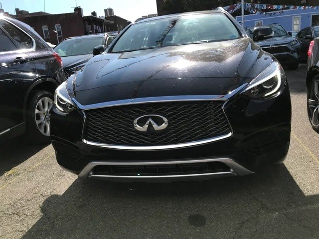 2017 Infiniti QX30 Luxury AWD photo