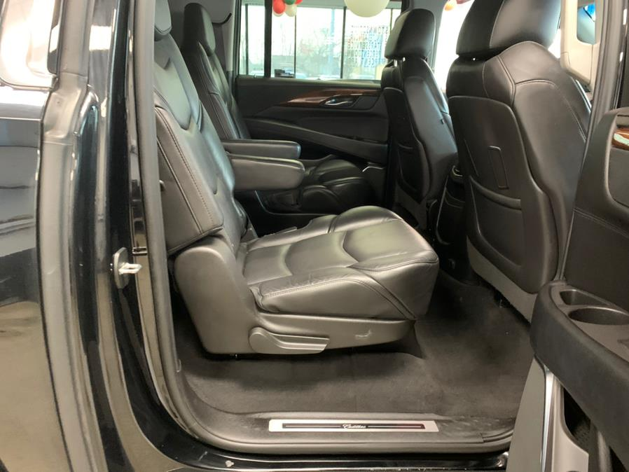Used Cadillac Escalade ESV 4WD 4dr Luxury 2017 | 5 Towns Drive. Inwood, New York
