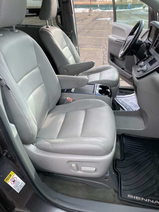 Used Toyota Sienna 5dr 8-Pass Van XLE FWD (Natl) 2015   Cars With Deals. Lyndhurst, New Jersey