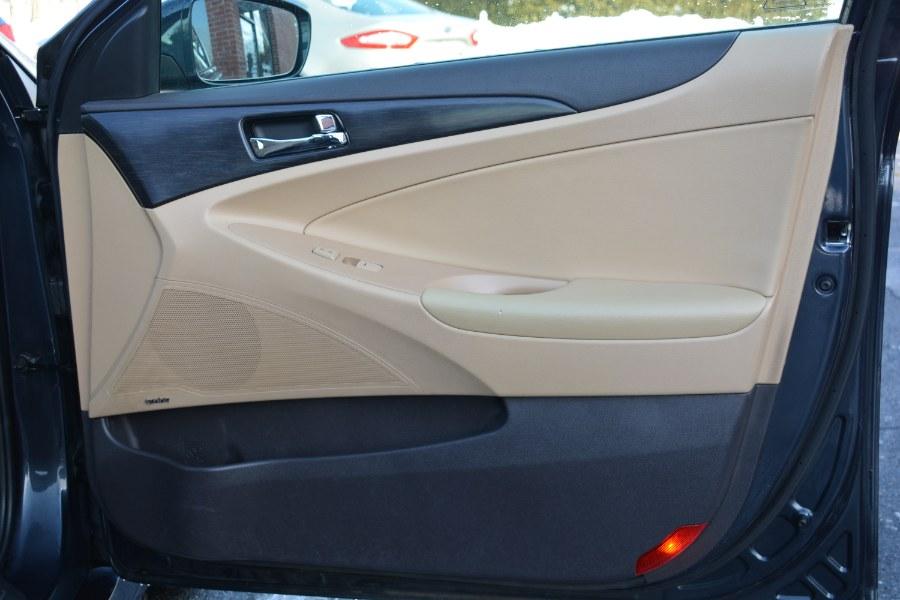 Used Hyundai Sonata 4dr Sdn 2.0T Auto SE 2014 | Longmeadow Motor Cars. ENFIELD, Connecticut