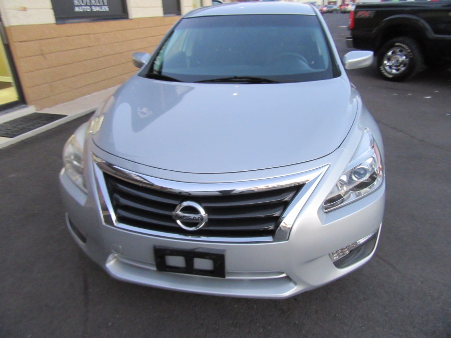 Used Nissan Altima 4dr Sdn I4 2.5 S 2013 | Royalty Auto Sales. Little Ferry, New Jersey
