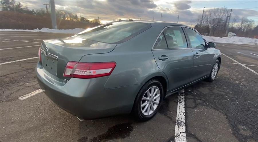 Used Toyota Camry 4dr Sdn I4 Auto XLE (Natl) 2011 | Wiz Leasing Inc. Stratford, Connecticut