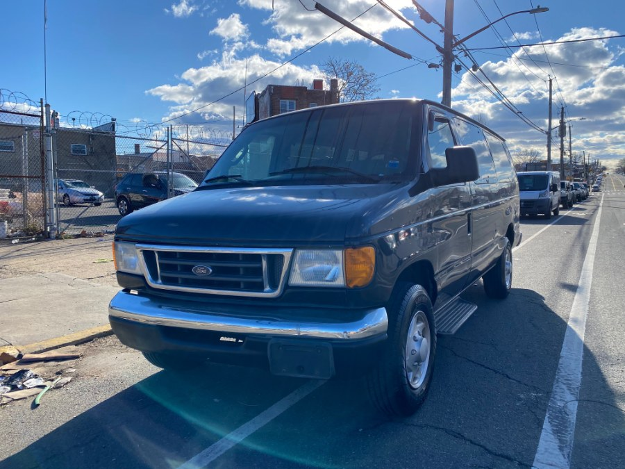Used Ford Econoline Wagon E-350 Super Ext XLT 2005 | Car Factory Inc.. Bronx, New York