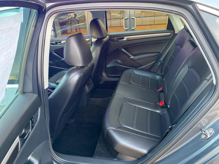 Used Volkswagen Passat R-Line w/Comfort Pkg Auto 2017   Newfield Auto Sales. Middletown, Connecticut