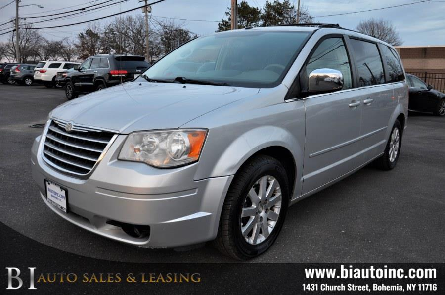 Used 2008 Chrysler Town & Country in Bohemia, New York | B I Auto Sales. Bohemia, New York