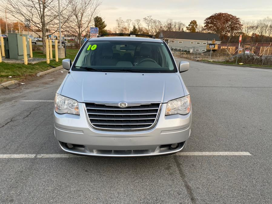 Used 2010 Chrysler Town & Country in Swansea, Massachusetts | Gas On The Run. Swansea, Massachusetts