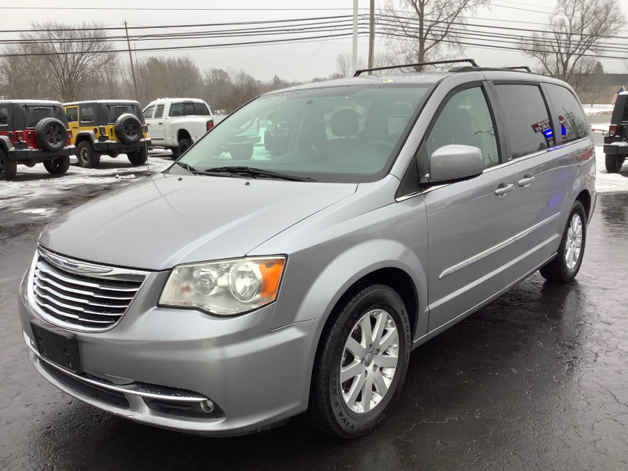 Used 2014 Chrysler Town & Country in Ortonville, Michigan | Marsh Auto Sales LLC. Ortonville, Michigan