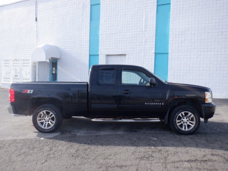 Used 2007 Chevrolet Silverado 1500 in Milford, Connecticut | Dealertown Auto Wholesalers. Milford, Connecticut