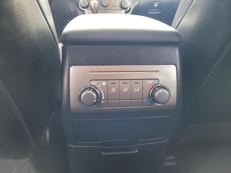 Used Toyota Highlander 4WD 4dr V6 (Natl) 2012 | Capital Lease and Finance. Brockton, Massachusetts