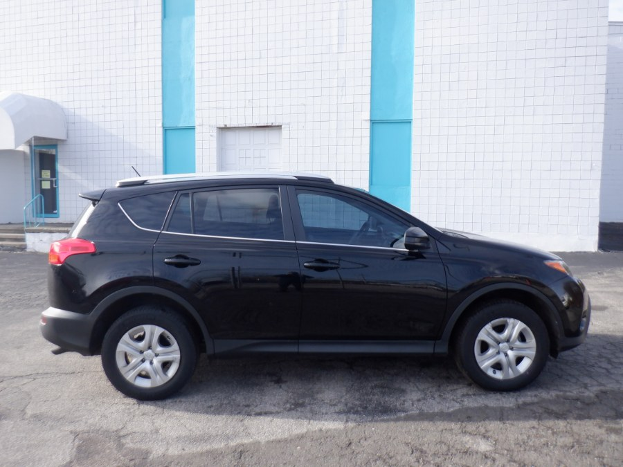 Used Toyota RAV4 AWD 4dr LE (Natl) 2015 | Dealertown Auto Wholesalers. Milford, Connecticut