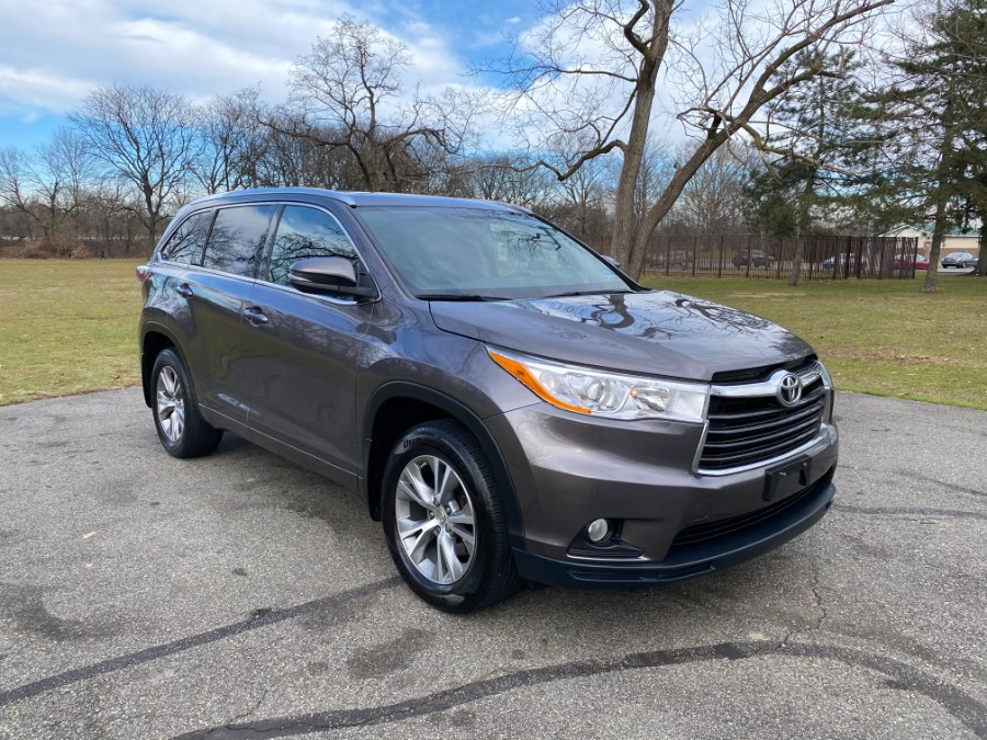 Used 2015 Toyota Highlander in Lyndhurst, New Jersey | Cars With Deals. Lyndhurst, New Jersey