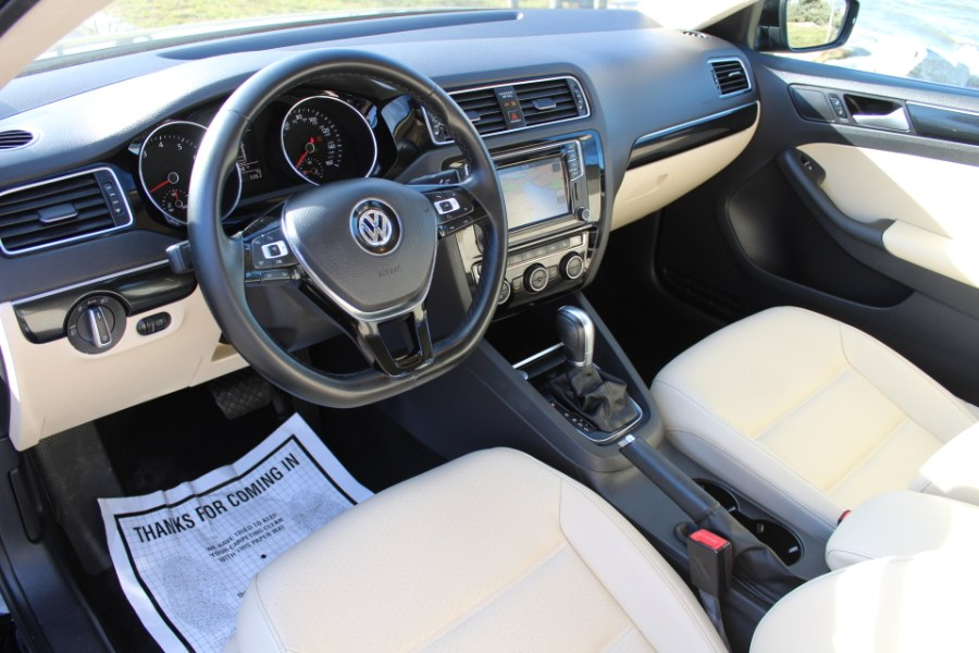2017 Volkswagen Jetta 1.8T SEL Auto, available for sale in Great Neck, NY
