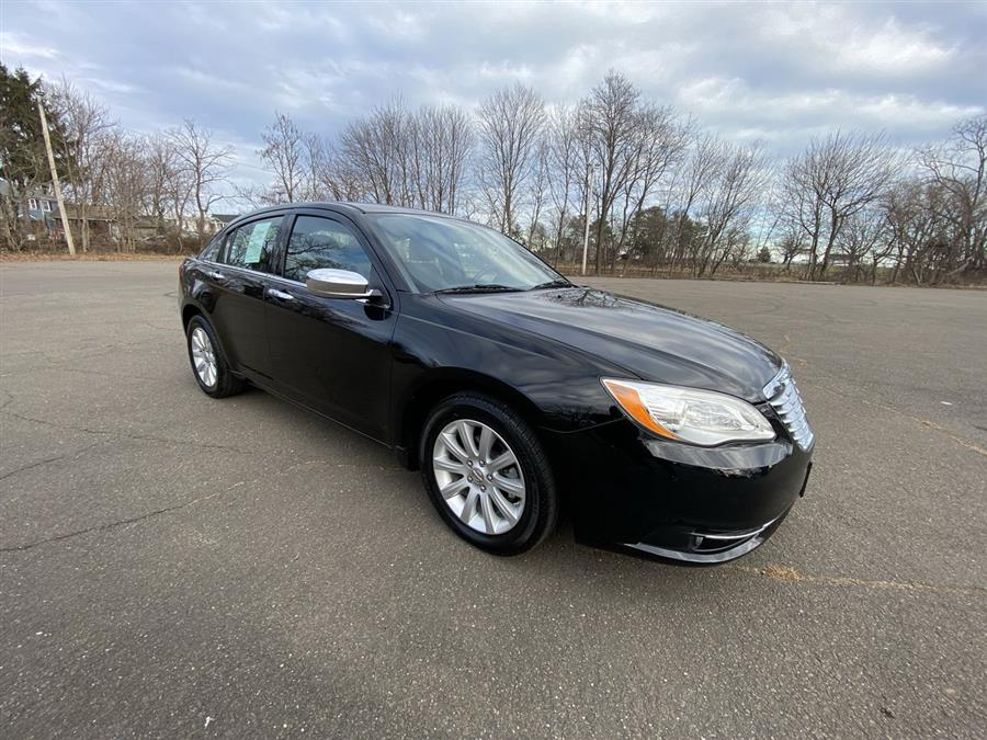 Used Chrysler 200 4dr Sdn Limited 2014 | Wiz Leasing Inc. Stratford, Connecticut
