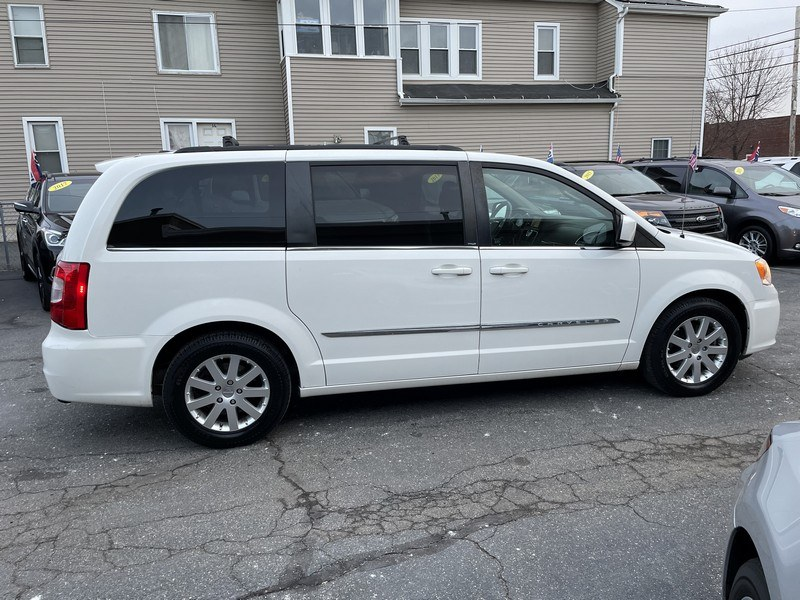 Used Chrysler Town & Country 4dr Wgn Touring 2013 | Union Street Auto Sales. West Springfield, Massachusetts