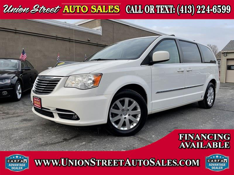 Used 2013 Chrysler Town & Country in West Springfield, Massachusetts | Union Street Auto Sales. West Springfield, Massachusetts