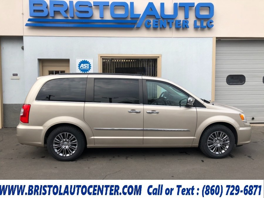Used 2014 Chrysler Town & Country in Bristol, Connecticut | Bristol Auto Center LLC. Bristol, Connecticut