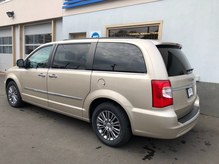 Used Chrysler Town & Country 4dr Wgn Touring-L 2014 | Bristol Auto Center LLC. Bristol, Connecticut